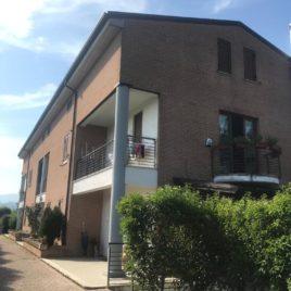RIF. V098  Adorabilissima  villetta caposchiera  L'Aquila