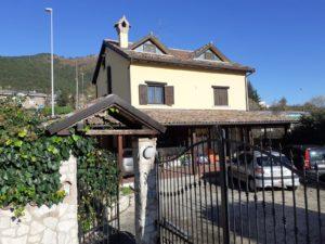 RIF. V093 Rifinitissima villetta indipendente L'Aquila
